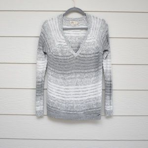 HOLLISTER | Gray & White Pullover Knit Sweater